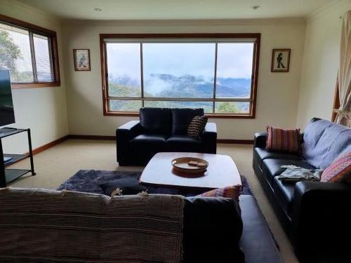Lounge room (first floor)
