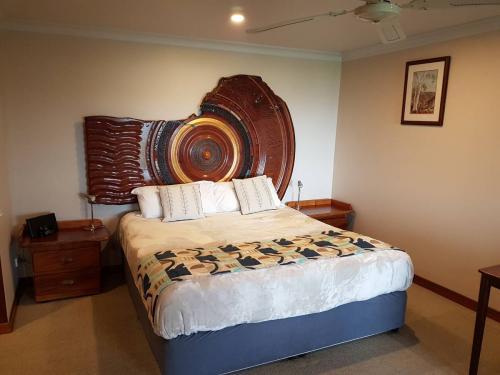 Satinay bedroom